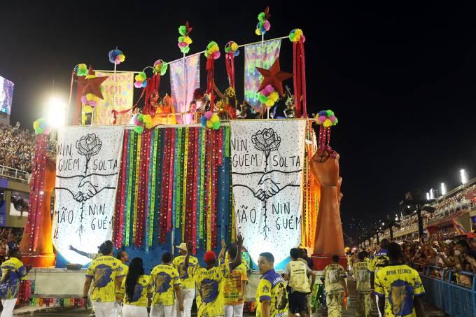 entretenimento desfiles rj segunda noite 20190305 066 - Paraíso do Tuiuti faz crítica com coxinhas armadas e ironiza Bolsonaro