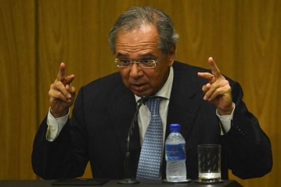 """fcpzzb abr 13031913052 U73347821318ZmU 1200x800@GP Web 300x200 - """"Governo não pagará salário de servidor se Previdência não passar, diz Paulo Guedes"""""""