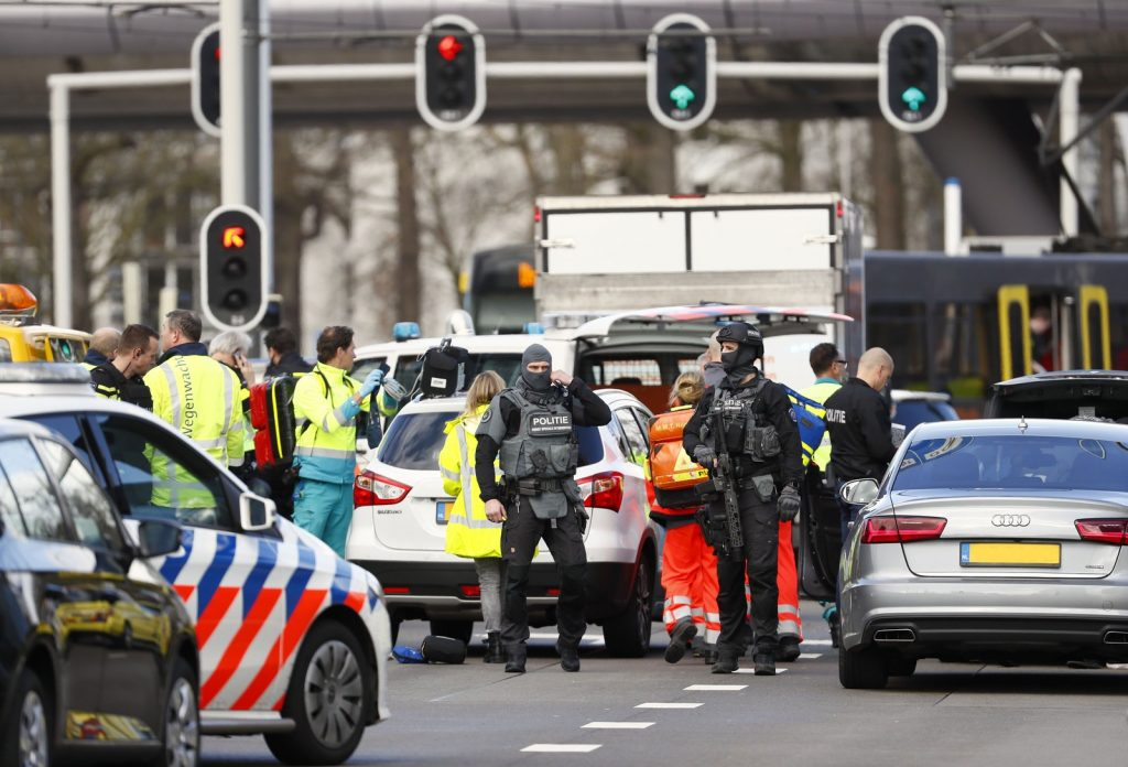 holanda 1024x696 - ALERTA MÁXIMO: Ataque a tiros deixa um morto e feridos em Utrecht, na Holanda