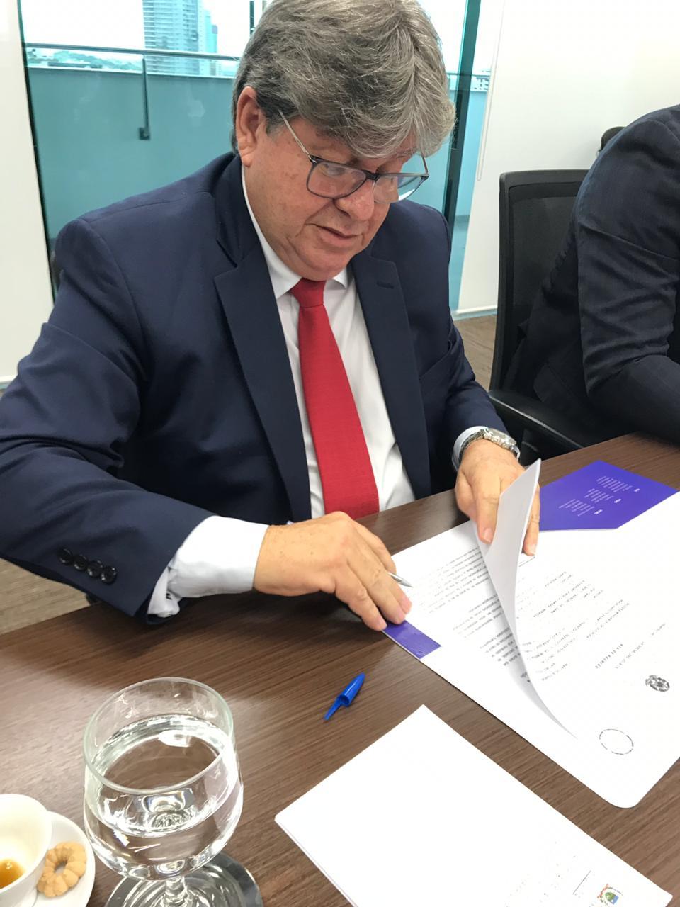 joao azevedo tac - João Azevêdo assina TAC para regulamentar seleção e contratação de Organizações Sociais