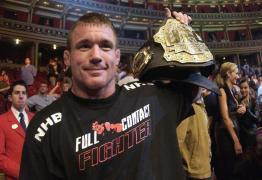 Ex-campeão do UFC processa irmão após ser acusado de agredir sobrinho