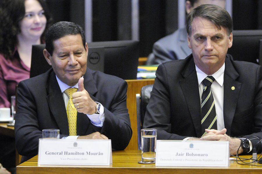 mourao bolsonaro e1553766729691 - Bolsonaro já pode renunciar e deixar Mourão trabalhar - Por Milton Figueiredo