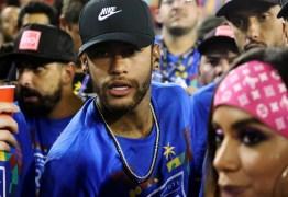 Vídeo mostra beijo entre Anitta e Neymar em camarote do carnaval