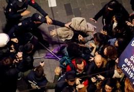 Dia da Mulher tem greve, atos por igualdade e confronto com polícia