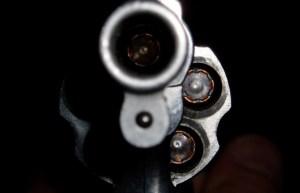 revolver 300x193 - 'TEM RESPONSABILIDADE POLÍTICA': a relação de Bolsonaro com a chacina de Suzano - Por Reinaldo Azevedo