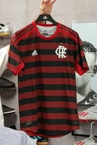 whatsapp image 2019 03 15 at 00.14.13 201x300 - Listras mais finas e nas mangas: veja foto do novo primeiro uniforme do Flamengo