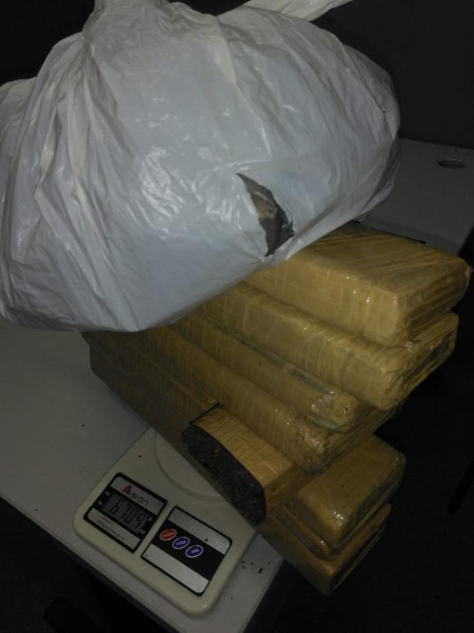 1555260035027 maconha - Polícia apreende quase 10 kg de drogas no Agreste