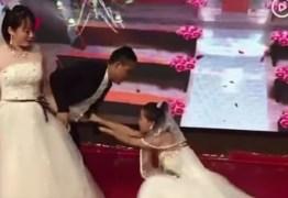 TUDO POR AMOR: vestida de noiva, mulher invade casamento de ex-namorado e pede perdão – VEJA VÍDEO