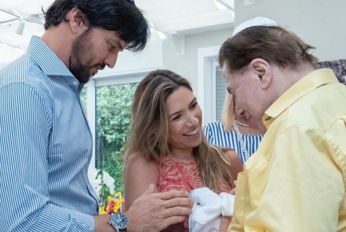 1 pat 7 10780323 - Filho recém-nascido de Patrícia Abravanel é circuncidado ao lado do avô Silvio Santos