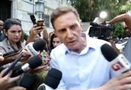Crivella empurra e discute com repórter da TV Globo: 'Não quero falar com vocês' – VEJA VÍDEO