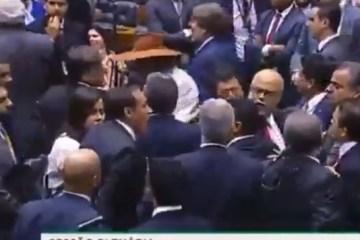 EMPURRA – EMPURRA NA CCJ: troca de R$ 40 milhões por Previdência gera confusão na Câmara entre deputados do PT e PSL – VEJA VÍDEO