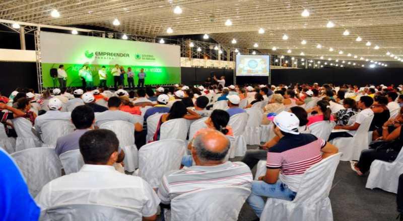 Empreender PB abre inscrições para 53 municípios nesta 2ª - João Azevêdo anuncia inscrições para comerciantes do Parque do Povo e entrega créditos do Empreender-PB