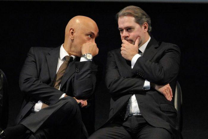 alexandre e toffoli e1555450860835 - Senador vai protocolar pedido de impeachment de Dias Toffoli e Alexandre de Moraes