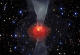 Luz ao redor ajudou a obter imagem de buraco negro, diz pesquisador