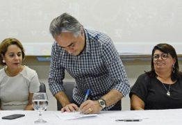 Luciano Cartaxo autoriza início das obras do Mais Pavimentação no bairro das Indústrias