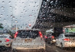 PRF faz alerta sobre cuidados ao dirigirdurante período chuvoso