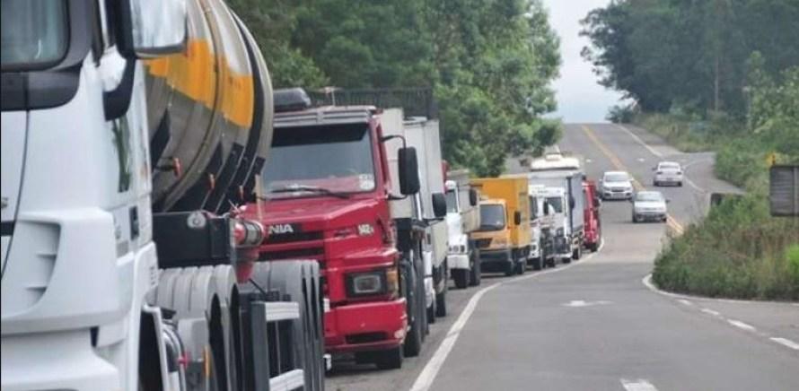correcao grupos de caminhoneiros decidem por paralisacao no dia 29 300x147 - NOVA GREVE: grupos de caminhoneiros decidem por paralisação no dia 29