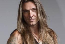 Edu Falaschi, ex-integrante do Angra, une rock com música clássica em show em João Pessoa