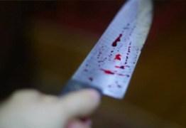 CRIME: Casal é esfaqueado por vizinho, na porta de casa, em João Pessoa