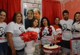 'Sou apaixonada', afirma paraibana que fez festa de aniversário com o tema Lula Livre