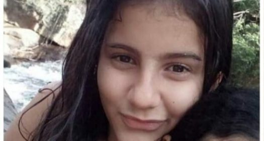 jovem 300x161 - Adolescente comete suicídio após anunciar no Facebook