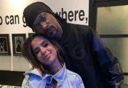 Em Los Angeles, Anitta ensina o quadradinho de oito para Snoop Dogg