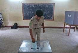 Índia realiza maior eleição do mundo em meio a temor de fake news