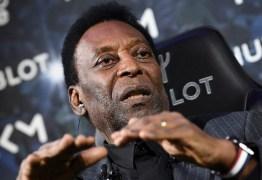 Pelé é internado novamente logo após retorno ao Brasil