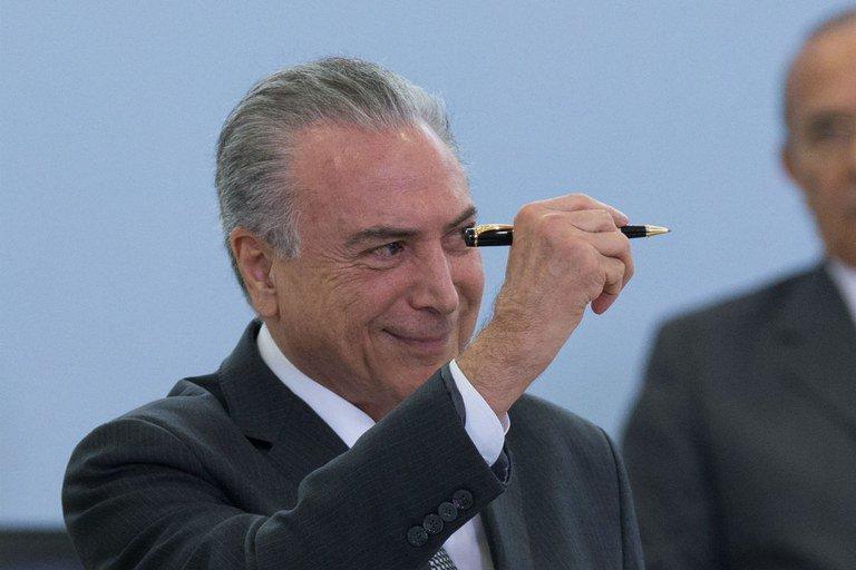 temer caneta - UNANIMIDADE: STF nega ação do PSOL contra reforma do ensino médio de Temer