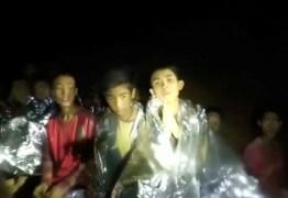 Mergulhador que salvou meninos da Tailândia é salvo após também ficar preso em caverna