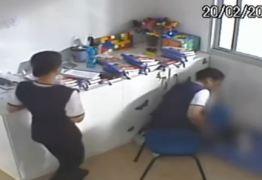 """""""CRIANÇAS OBRIGADAS A COMER O PRÓPRIO VÔMITO"""" Diretora é indiciada por tortura em creche: VEJA VÍDEO"""