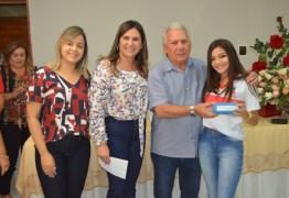 Prefeitura de Cajazeiras e Energisa entregam 253 óculos a alunos contemplados pelo projeto Caravana da Visão