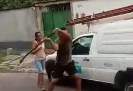 Homem quebra carro de companhia de energia após ter luz cortada – VEJA VÍDEO