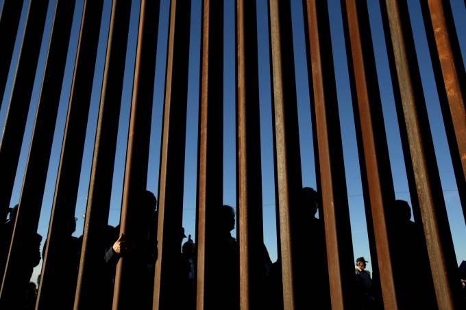 2019 03 09t153320z 17370618 rc182a3c4ea0 rtrmadp 3 usa immigration - NA CADEIA: Americanos são presos por dar água e comida a imigrantes na fronteira