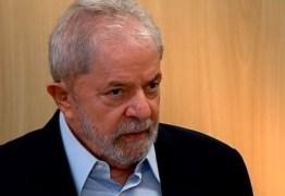 Lula em entrevista: 'Bolsonaro é um doente e acha que o problema do Brasil se resolve com arma'