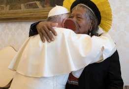 Papa Francisco recebe cacique Raoni em audiência privada
