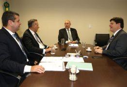 Aguinaldo Ribeiro se reúne com ministro Osmar Terra e secretário de João Pessoa, Diego Tavares e anuncia dois ônibus adaptados para a Assistência Social