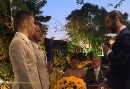 'BANDEIRA COLORIDA DO AMOR': Carlinhos Maia e Lucas Guimarães se casam em festa com Anitta, Kevinho e Alok – VEJA IMAGENS