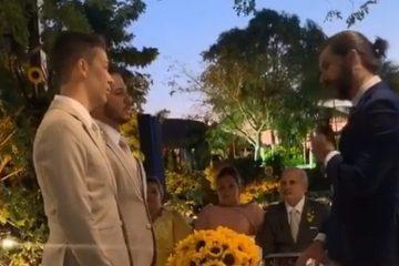 CASAMENTO e1558475172645 - 'BANDEIRA COLORIDA DO AMOR': Carlinhos Maia e Lucas Guimarães se casam em festa com Anitta, Kevinho e Alok - VEJA IMAGENS