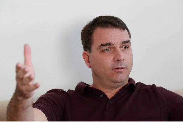 Capturar 29 - 'NÃO SEI ONDE ESTÁ QUEIROZ': Flávio Bolsonaro diz que investigação do MP é ilegal e tem de ser anulada