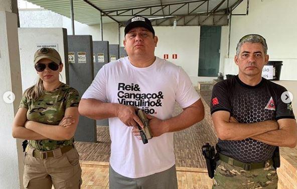 CapturarA - Deputado desafia regra e batiza armas: 'Faísca & Fumaça - estilo parlamento' - VEJA VÍDEO