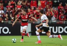 Flamengo e São Paulo disputam contratação de zagueiro; confira a estratégia de cada clube