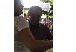 VÍDEO: no aniversário de Areia/PB, senador Zé Maranhão mostra disposição no alto dos seus mais de 80 anos e cai no forró