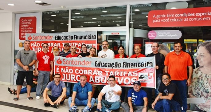 WhatsApp Image 2019 05 13 at 18.15.09 e1557782319144 - Sindicato dos Bancários protesta contra Santander abrir agências aos sábados na Paraíba