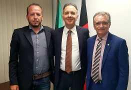 Aguinaldo recebe Galego Souza para tratar de liberação de recursos para cidades do Sertão paraibano