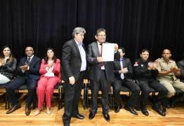 Adriano Galdino se reúne com governador e agentes penitenciários para discutir PCCR da categoria