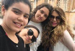 Paraibana Elba Ramalho é destaque em rede nacional pela relação com as filhas adotivas