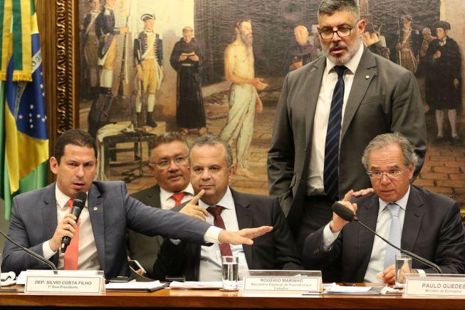 fcpzzb abr 031020194078 300x200 - Guedes defende capitalização ao encerrar audiência pública