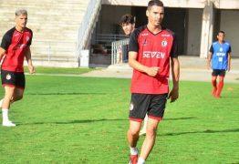 Volante do Campinense quer foco total na Jacuipense antes de decisão na pré-Copa do Nordeste