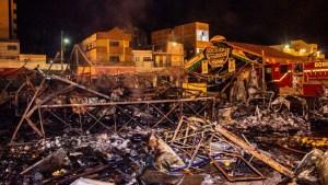 incendio no parque do povo 01 300x169 - Comerciantes atingidos por fogo no Parque do Povo entram com ação de indenização contra a Aliança e a PMCG